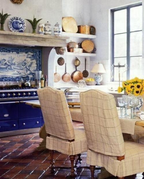 Küche Landhausstil gestalten weiß dunkel blau deko