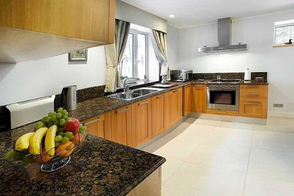 Küche küche rotbuche : Arbeitsplatte Küche Holz: Klassisches küche design holz ...