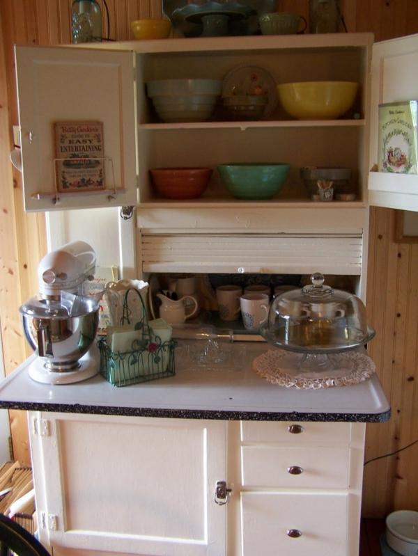 Küchenschrank  Küchenregal organisieren bunt keramisch schalen