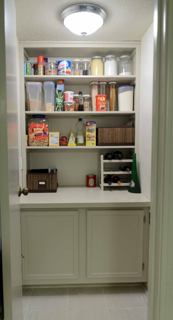 Küchenschrank  Küchenregal organisieren bunt speisekammer