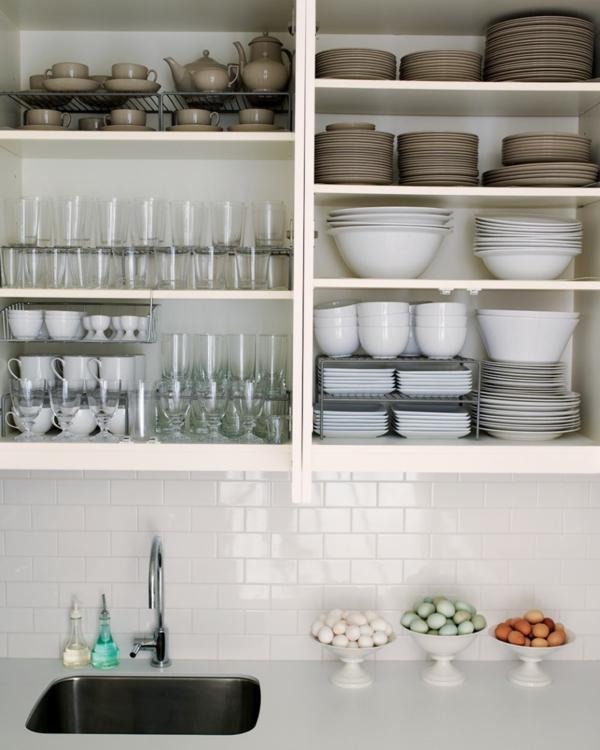 Küchenschrank und Küchenregal organisieren teller geschirr besteck