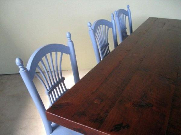 Küchentisch mit Stühlen blau lackiert rücklehnen braun tisch