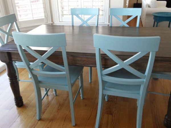 Küchentisch mit Stühlen blau lackiert rücklehnen hell farbe