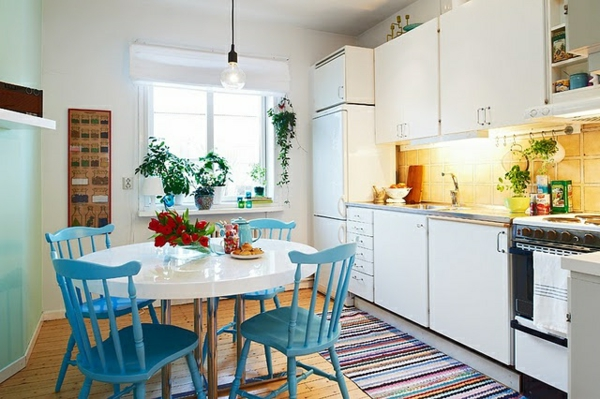 Küchentisch mit Stühlen blau lackiert rücklehnen küche esstisch