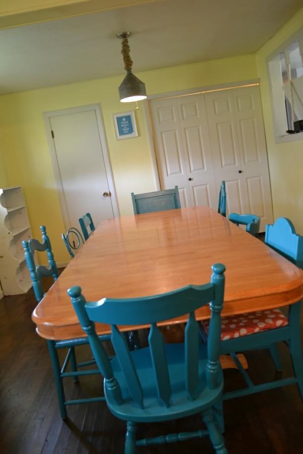 Küchentisch mit Stühlen kühn farbe blau holztisch