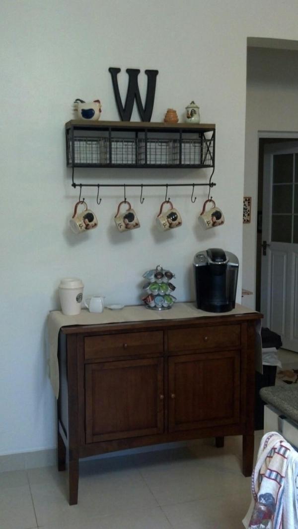 Kaffeebar in Ihrer Küche gestalten küchenschiene tassen