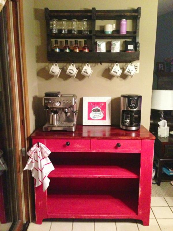 Kaffeebar  Küche gestalten rot bemalt regal kommode