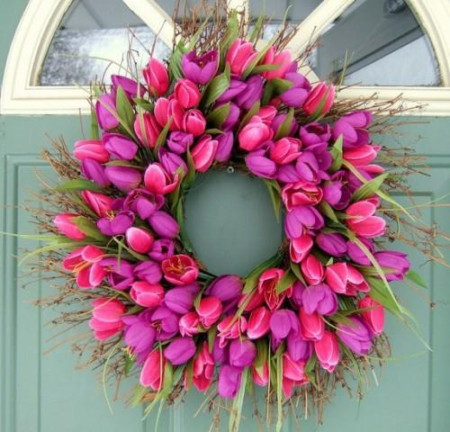 Kranz aus Frühlingsblumen basteln üppig feminine
