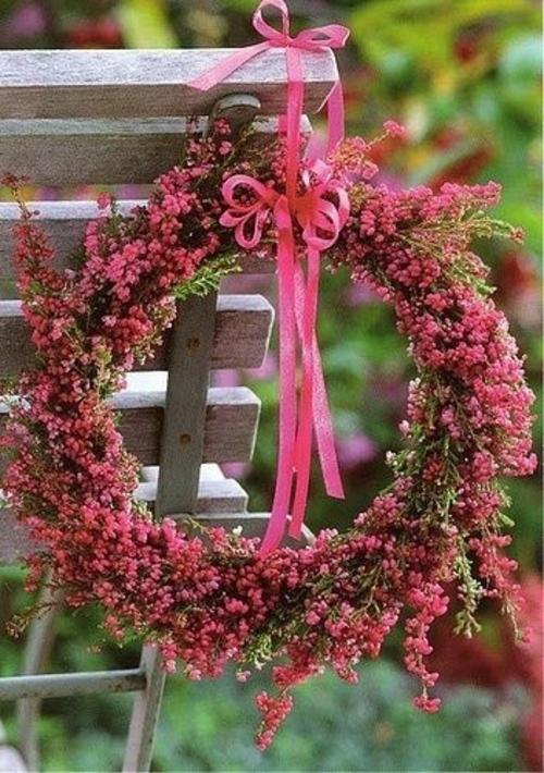Kranz aus Frühlingsblumen basteln rosa pink rot
