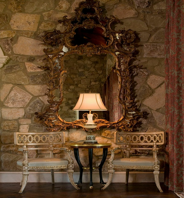 Möbel fürs Wartezimmer gepolstert bequem stuhl stein wand spiegel