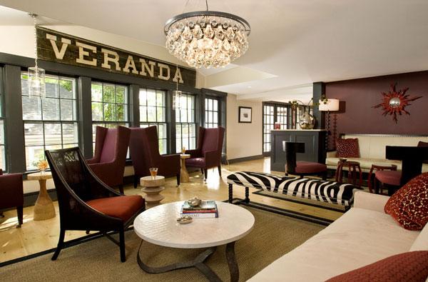 Möbel fürs Wartezimmer gepolstert sitzbank kronleuchter
