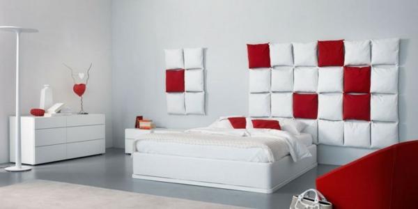 Minimalistische rote Schlafzimmer kissen weiß wand bequem