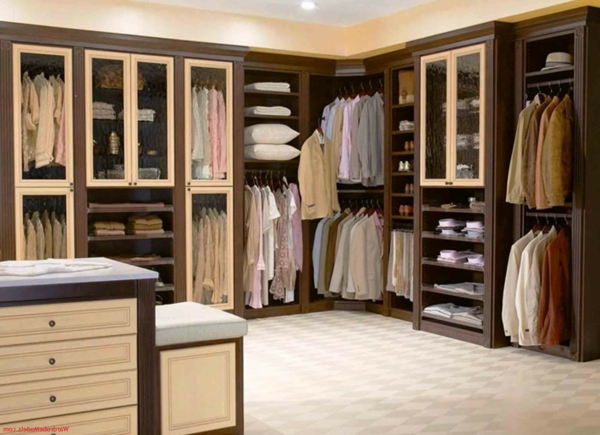 Kleiderschränke und Garderoben begehbar