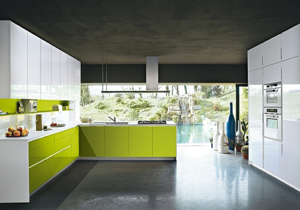 Moderne italienische Küche grün weiß glänzend
