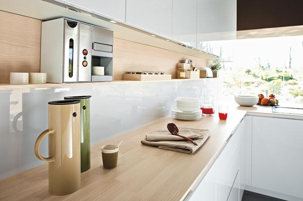 italienische Küche orange glas trennwand