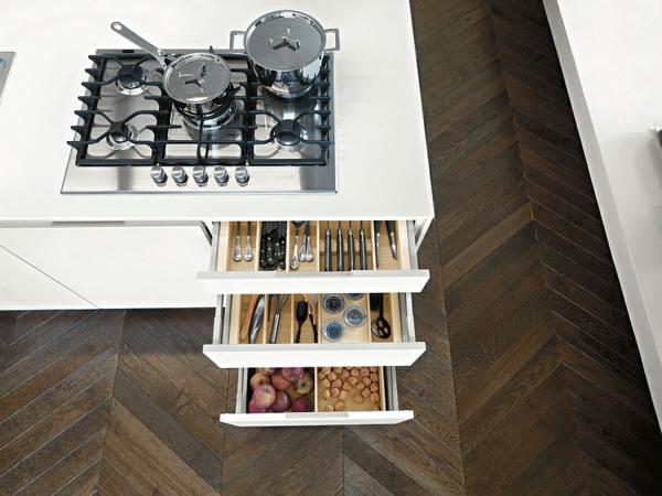 italienische Küche orange kochplatte herd bodenbelag
