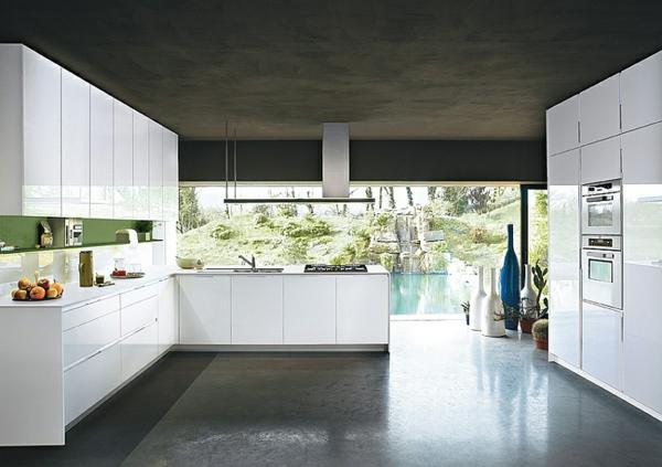 Moderne Küche orange tageslicht fenster kühlschrank