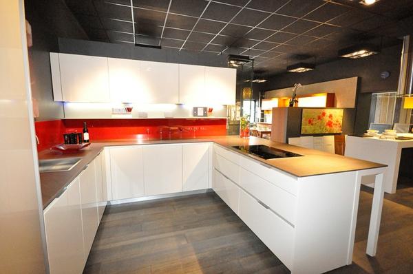Moderne italienische Küche weiß kücheninsel arbeitsplatte