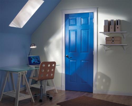 Neue Einrichtungsideen für die Zimmertüren blau bemalt