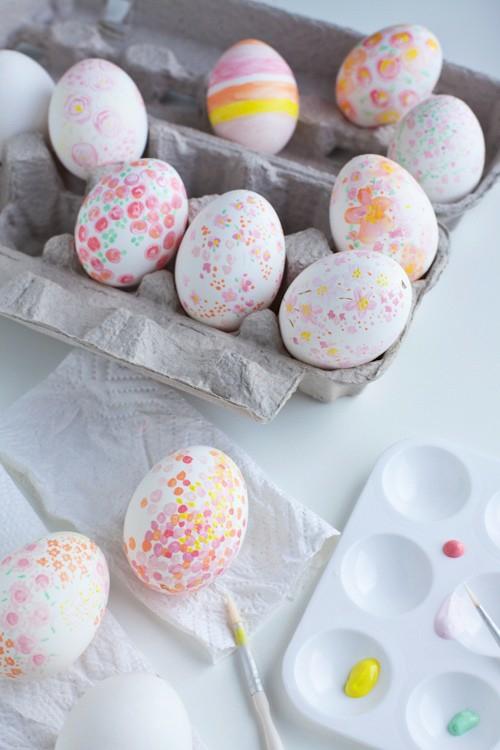 Osterdeko Rosa und Lila karton eierverpackung getupft