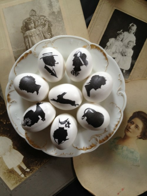 Ostereier in Schwarz-Weiß bemalen frühling