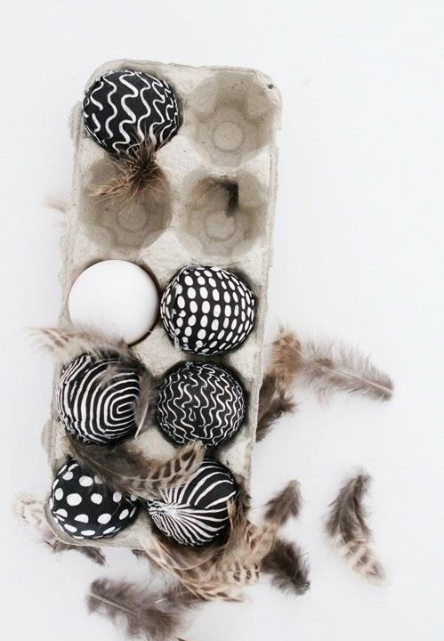 Ostereier in Schwarz-Weiß bemalen groß