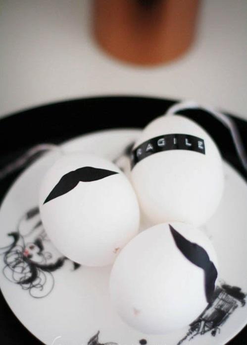 Ostereier in Schwarz Weiß bemalen sachlich