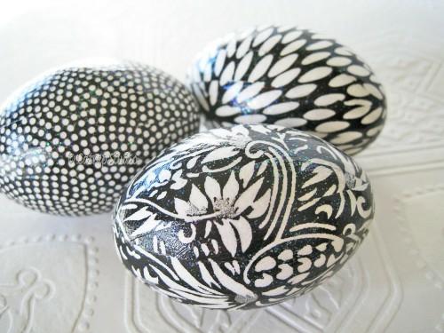 Ostereier-in-Schwarz-Weiß-bemalen-verschieden