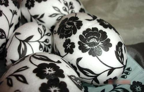 Ostereier in Schwarz Weiß blumen
