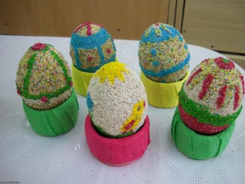 Ostereier mit Perlen verziert originell eigenartig design