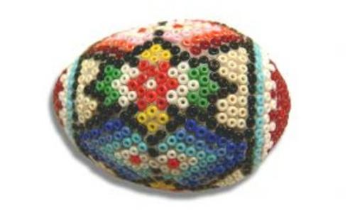 Ostereier mit Perlen verziert originell farbenfroh