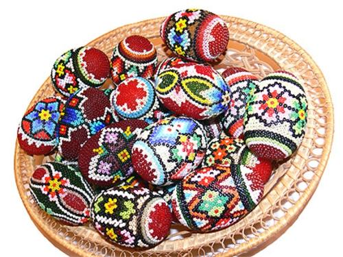 Ostereier mit Perlen verziert originell methode bunt