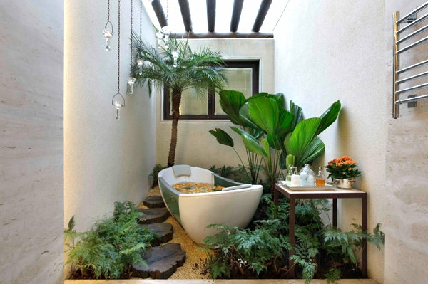 Pflanzen im Badezimmer badewanne blätter dachfenster