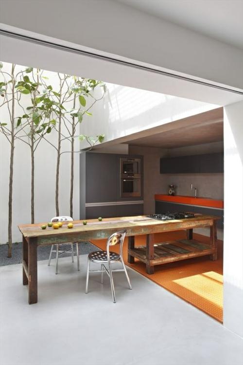 Praktische Küche im Garten gestalten bäume natur dachfenster