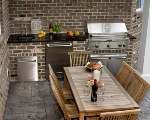 Praktische Küche im Garten holz tisch stühle