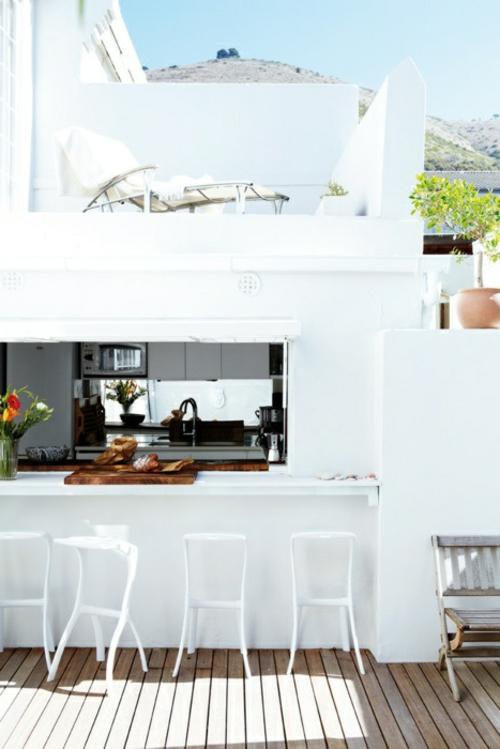 Praktische Küche im Garten weiß möbel holzplatten