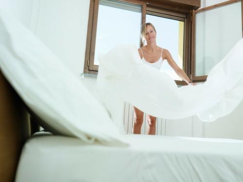 Romantik  Schlafzimmer zum Valentinstag weiß