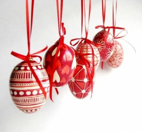 Rote Ostereier basteln hängend dekoration