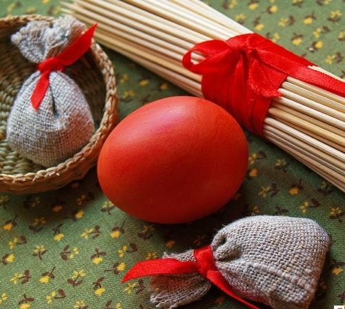 Rote Ostereier bemalen originell deko festlich