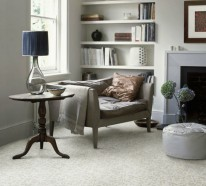 12 Ideen, wie man einen Teppich im Wohnzimmer integrieren kann