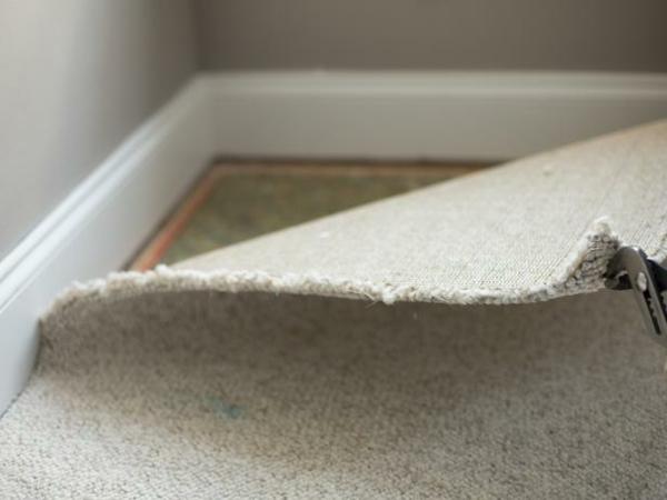 wie kann man den teppichboden entfernen diy projekt. Black Bedroom Furniture Sets. Home Design Ideas