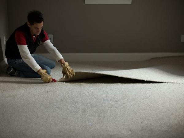Teppichboden entfernen materialien streifen messer schneiden