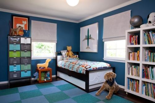 Teppichfliesen mit Stil anordnen kinderzimmer blau regale