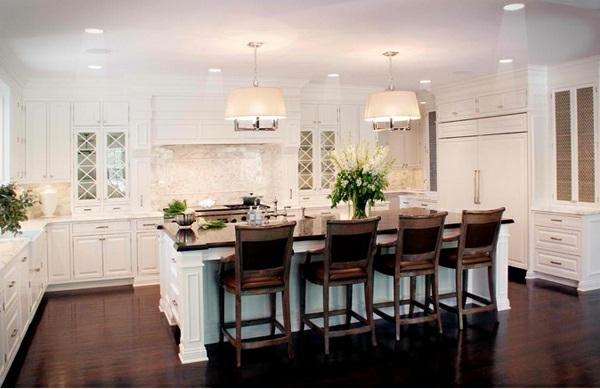 weiße Landhausküche essecke küchenhocker