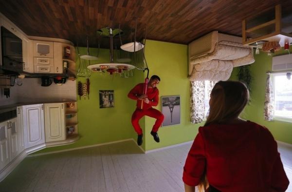 Umgedrehtes Haus In Russland U2013 Erstaunliche Sehenswürdigkeit ...