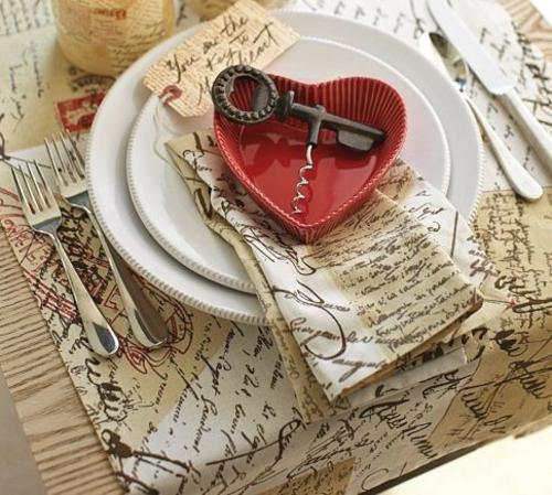 Valentinstag Dekoideen liebe brief tischläufer