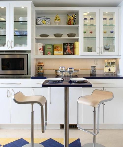Vitrinenschrank und Glasvitrine ausstellen küchenhocker regulierbar tisch
