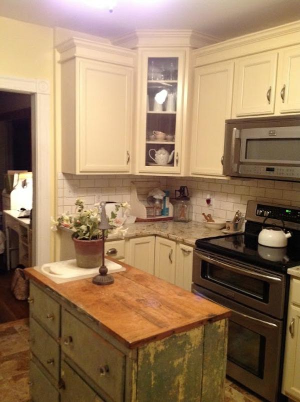 alte Kommode als Küchenblock abgenutzt schubladen platte