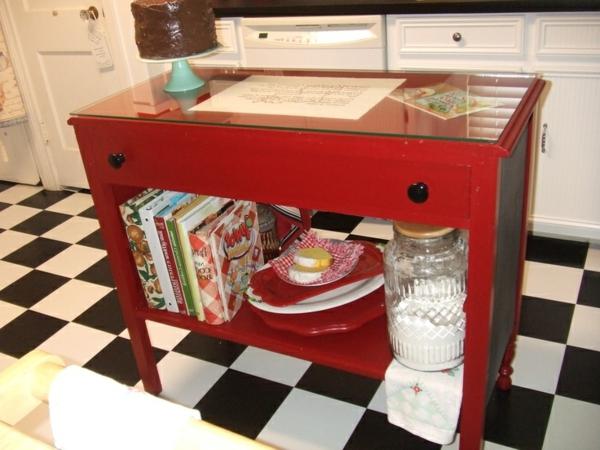 Kommode als Küchenblock rot glanzvoll holz lackiert