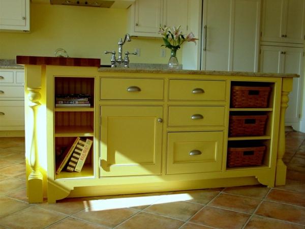 alte Kommode als Küchenblock wunderlich gelb schubladen